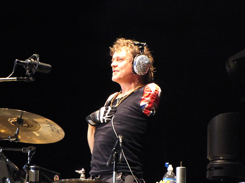 Awesome one-armed Def Leppard drummer Rick Allen . Swoon! (www.defleppard.com)